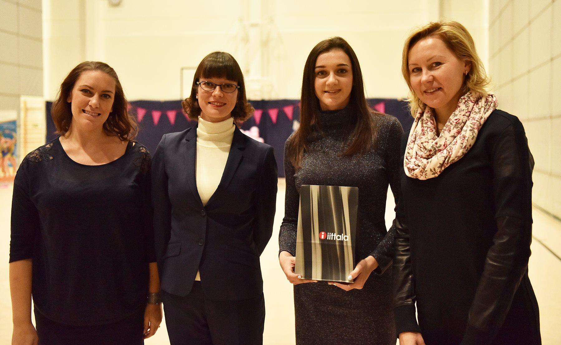 Vasemmalta rytmisen voimistelun tuomarit Alexandra Mavrakis ja Mira Koskinen sekä Katja Volkova ja Larisa Gryadunova. Kuva: Tapio Ahonen